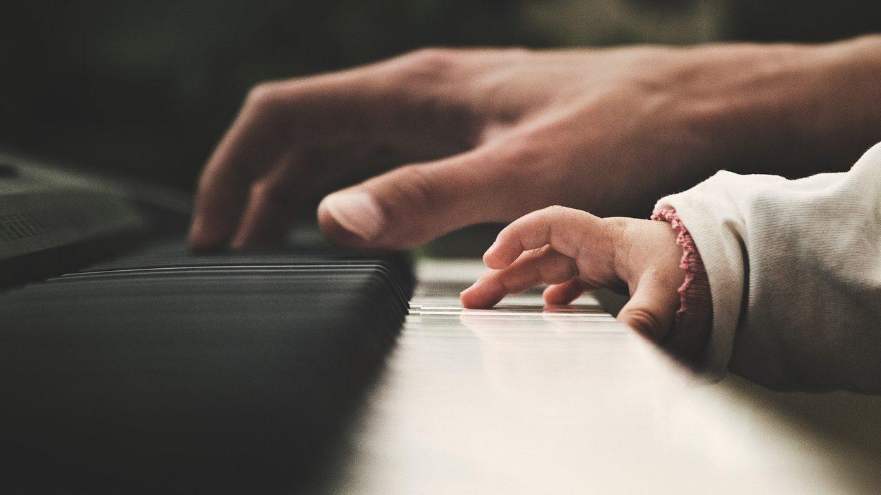 スラーの音楽記号の意味は?タイとの見分け方や書き方の違いは何?