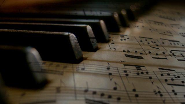 フェルマータの音楽記号の意味とは?英語・イタリア語が発祥の演奏記号?