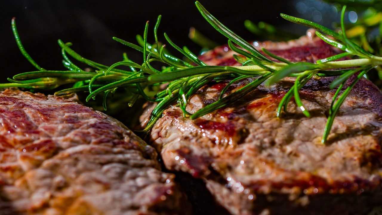トモサンカクの部位や意味とは?超希少部位で高級?!味の特徴や美味しい焼き方も!