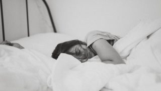 居眠り/うたた寝/昼寝の違いは何?使い分け例文も!状況や体勢で区別?