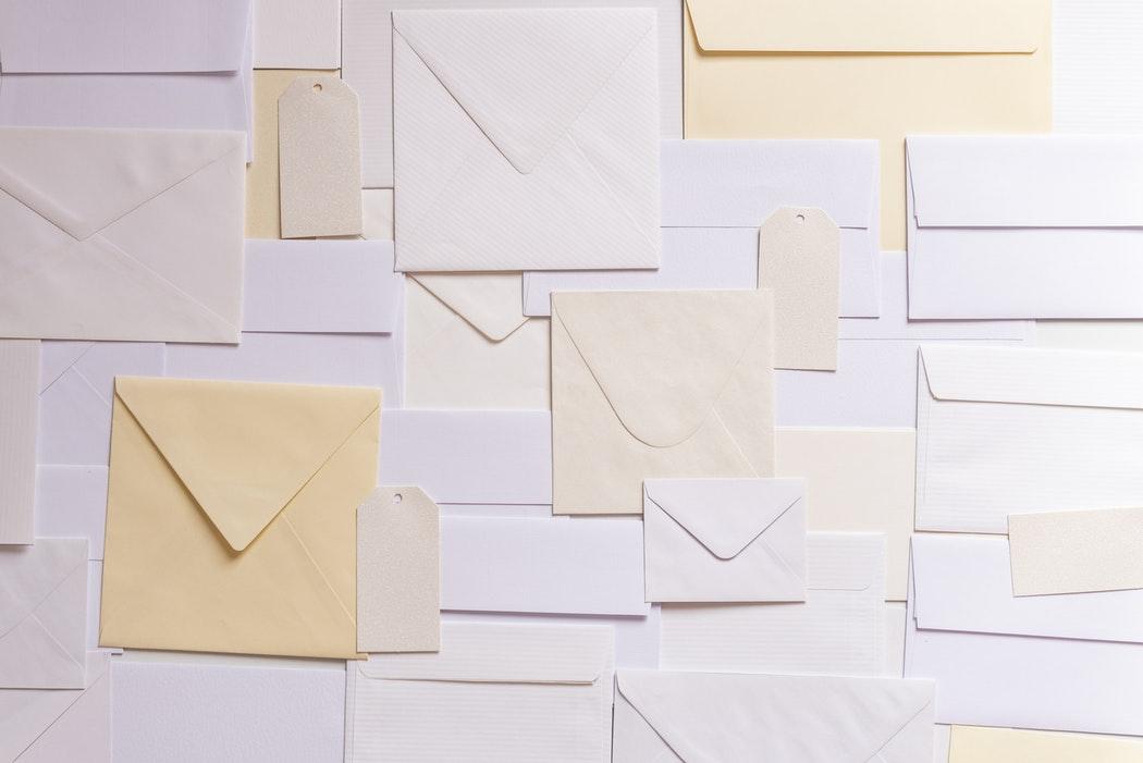 お祈りとは?就活中にメールや電話でくるのはいつ?意味や対応・返信方法も紹介!