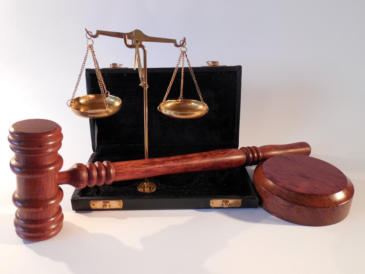 パラリーガルとは?意味や年収・男女比は?弁護士/司法書士との違いは何?