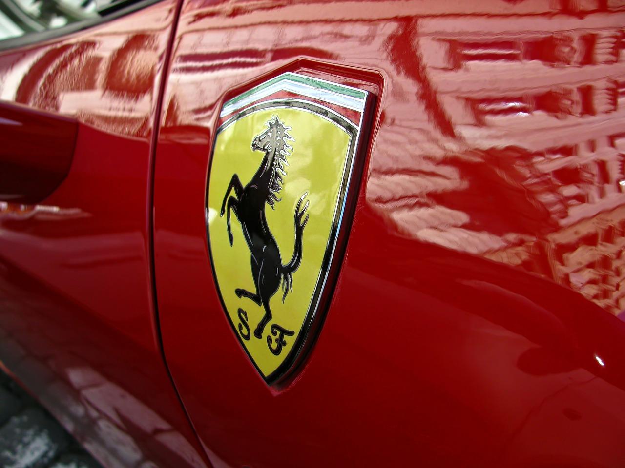 フェラーリの意味・由来とは?ロゴマーク(エンブレム)や車名を調査!