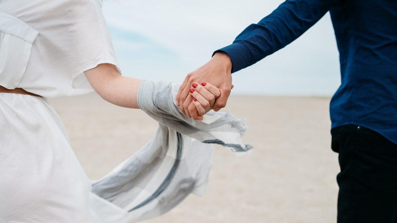 リア充の意味とは?定義は恋人がいる事ではない!若者の勘違いや由来/語源を解説!