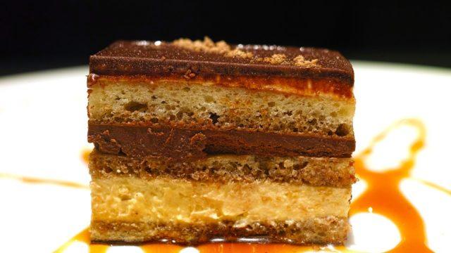 オペラとは?普通のチョコケーキとの違いは何?面白い由来/語源も紹介!