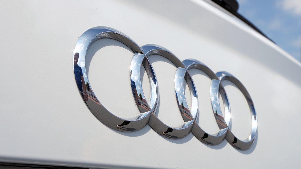 Audi(アウディ)意味・由来とは?ロゴマーク(エンブレム)や社名を調査!