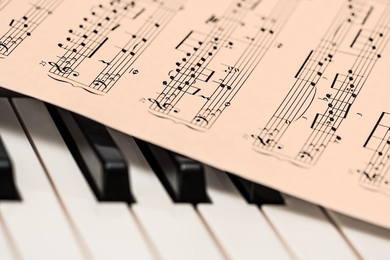 インストゥルメンタルの意味とは?バンドやピアノで人気の音楽・曲は?