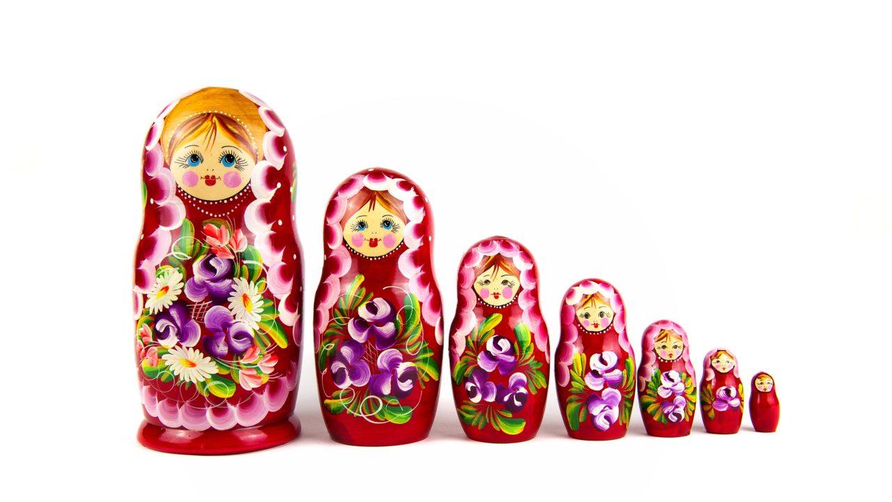 マトリョーシカの意味とは?ロシア語/英語で異なる?プレゼントの意味は?