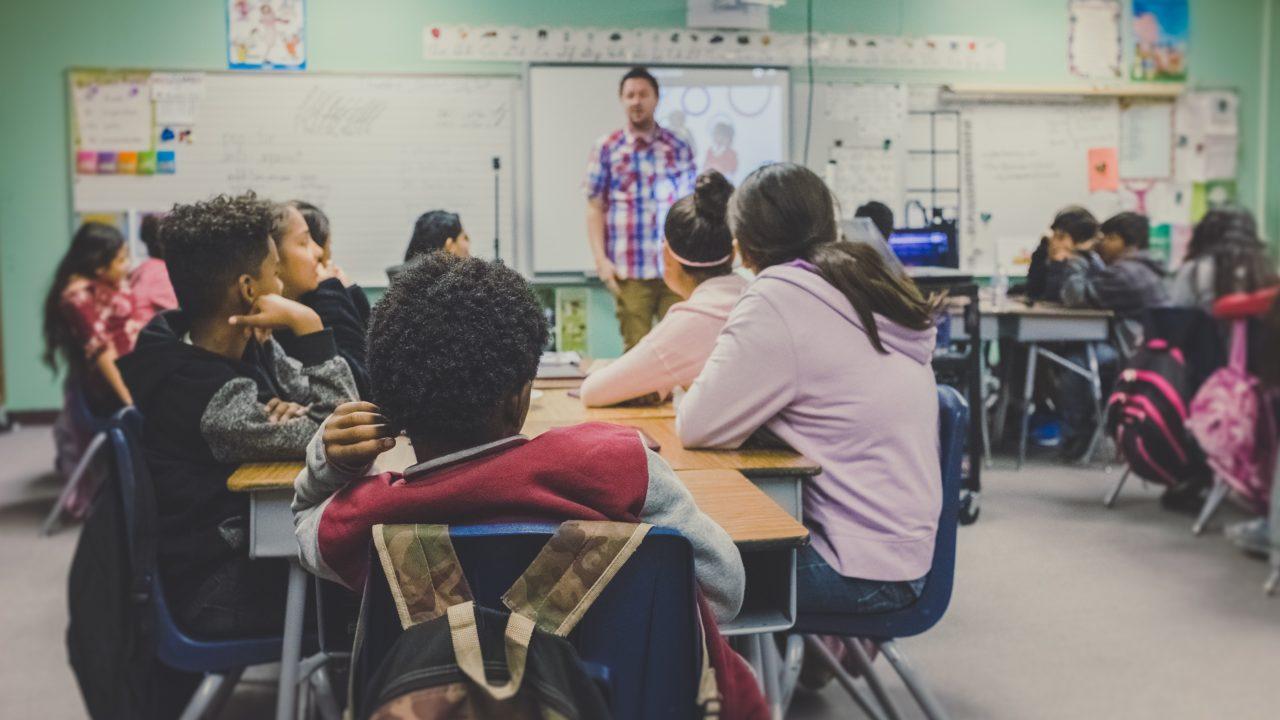 参加と参画の違いとは?参与や協働や参集などの類語との使い分けや例文も!