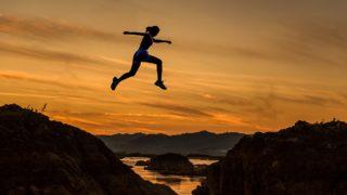 飛躍の意味とは?類語や使い方(例文)や「躍進/成長」との違いは何?