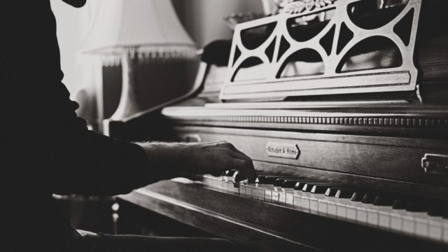 ヴィヴァーチェの意味は?ピアノの音楽用語?アレグロとの違いは何?