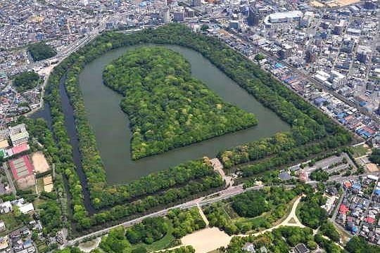 前方後円墳の意味とは?場所は韓国や奈良/大阪にある?向きや謎も!