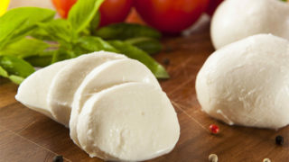 モッツァレラの意味とは?カロリーや食べ方・保存/冷凍方法を紹介!