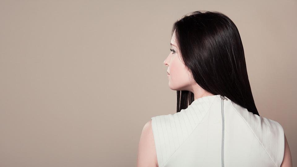 ストレートパーマと縮毛矯正の違いは何?値段や時間は?長持ちする?