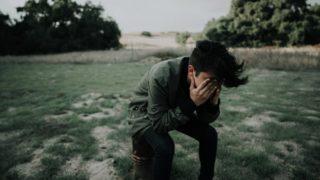 慟哭の意味とは?読み方や類語・使い方を超わかりやすく解説!