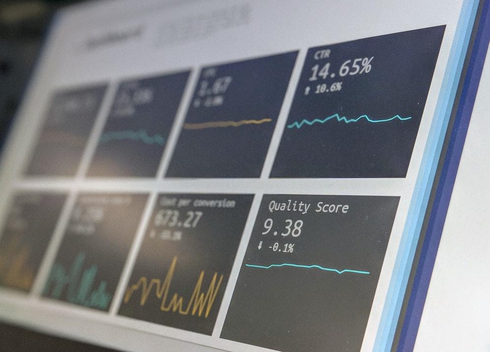 マクロ・ミクロな視点の違いは何?分析や経済学で使われる?